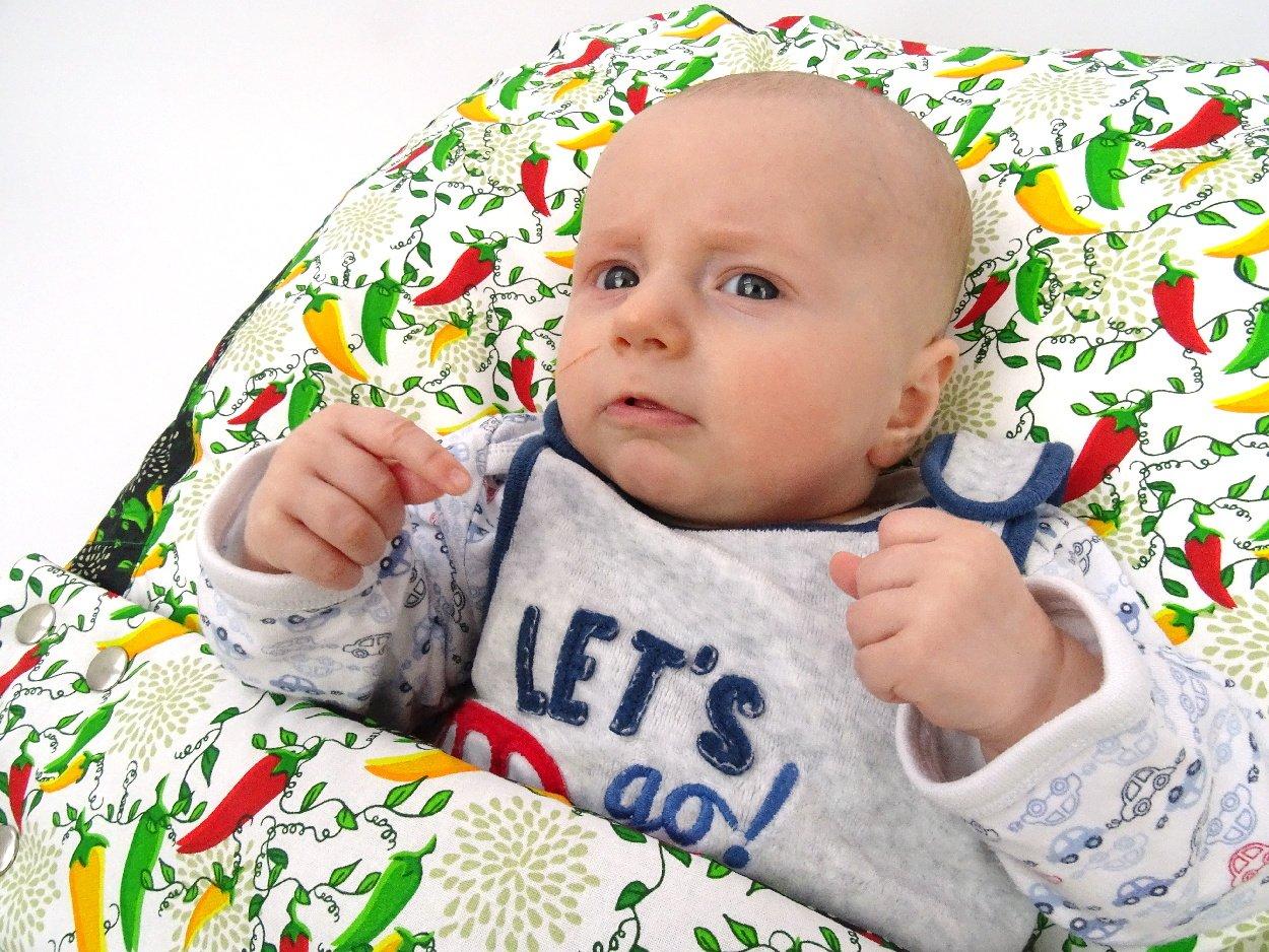 Baby Liegekissen mit Chilli Muster