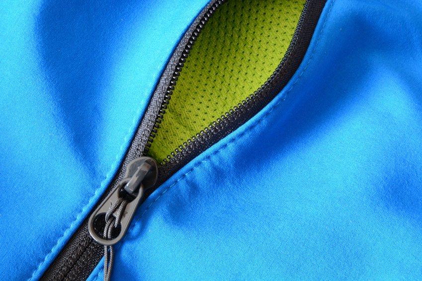 Reißverschluss an einer Tasche
